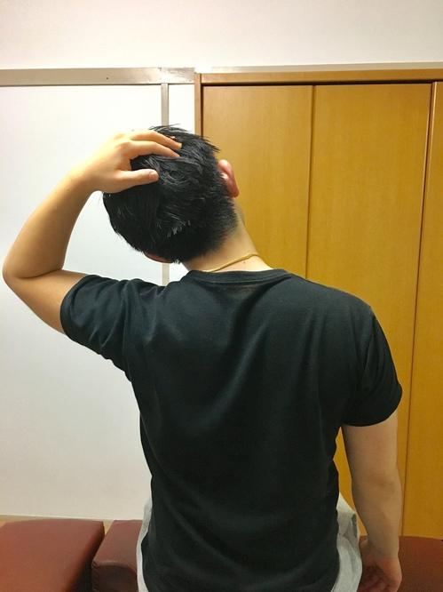 首の横のストレッチ
