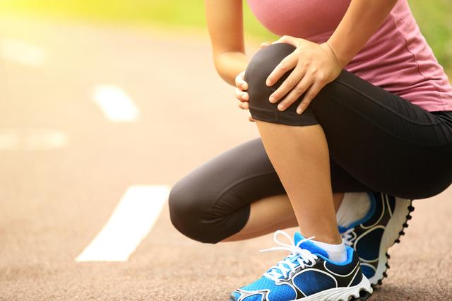 膝痛 女性 画像