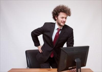デスクワークと腰痛の関係って?