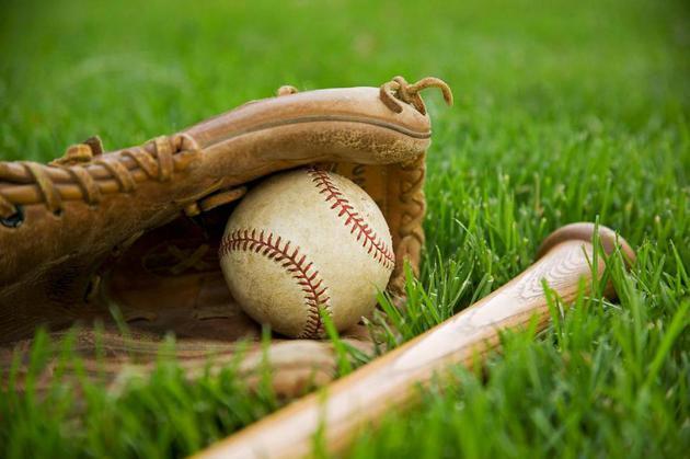 野球 グローブとバット 画像