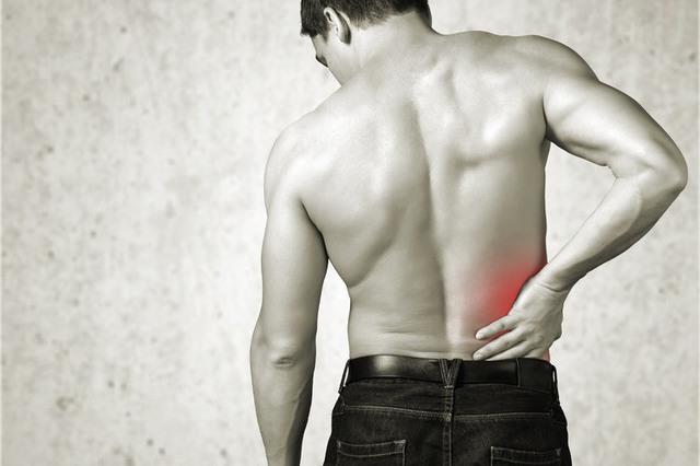 慢性腰痛 男性 画像