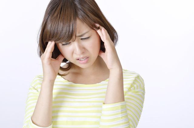 イメージ 偏頭痛で悩んでいる人