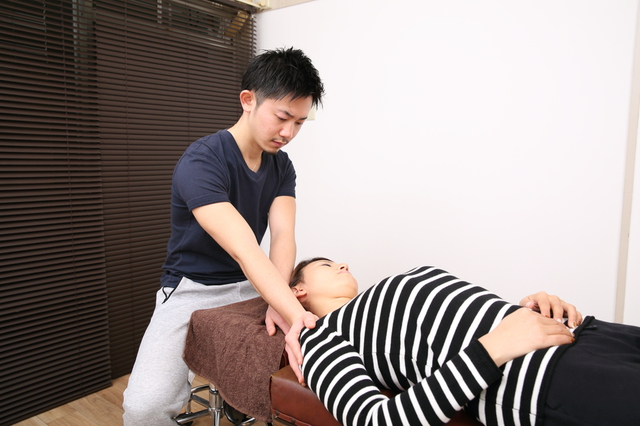 肩のストレッチ施術 画像