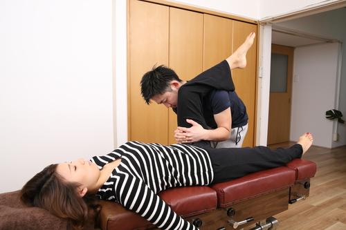 産後の股関節の矯正